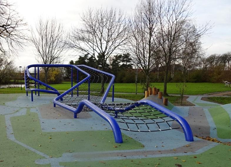 Den blå plads - aktivitetsplads - ved Engvadgårdsparken